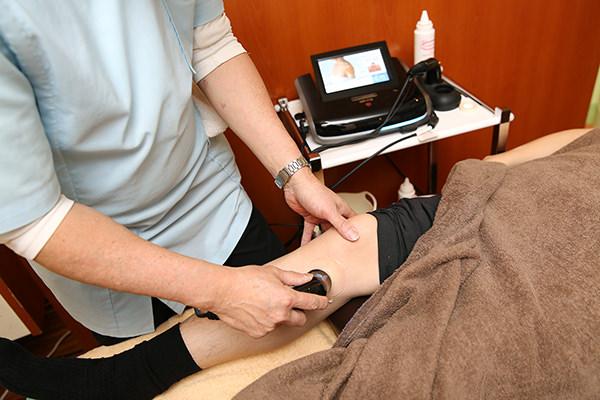 電気治療をメインに行い、早期回復を目指します